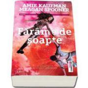 Kaufman Amie, Farame de soapte. Al doilea volum al Trilogiei Constelatii