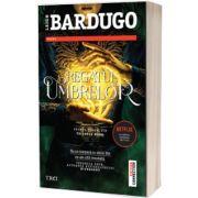 Regatul umbrelor, Leigh Bardugo, Trei