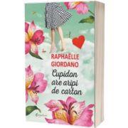 Cupidon are aripi de carton